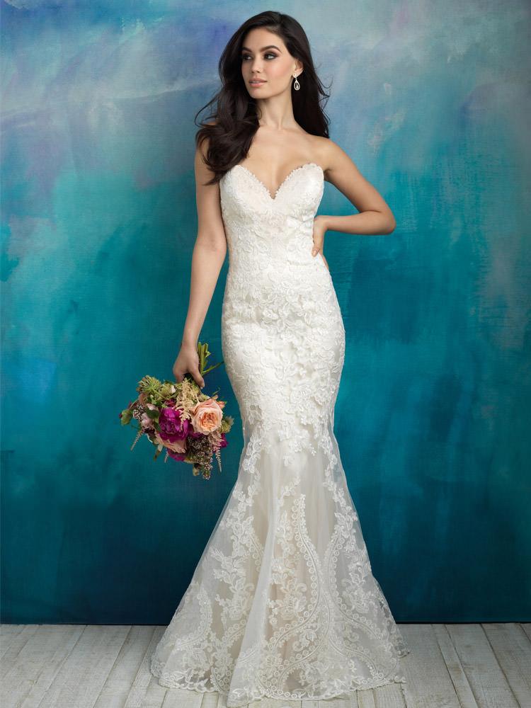 f0b1828752 Stunning Sheer Lace Corset Back Bridal Dress Wonderful Applique Decoration
